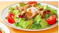 半熟卵とポークのサラダ
