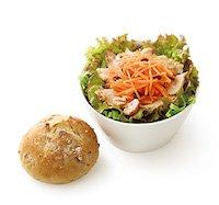 ごちそうサラダ「ローストチキンとにんじんマリネ」ライ麦パン付き(さっぱり和風ドレッシング)