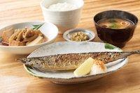 さんまの塩焼と肉豆腐の定食