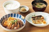 肉豆腐と焼魚の定食