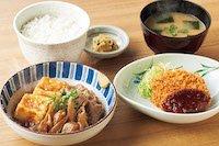 肉豆腐とメンチカツの定食